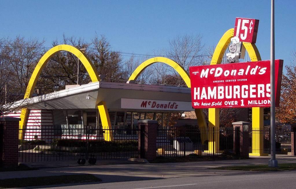 Cum face McDonald's miliarde de euro, afaceri cu Franciza McDonald's